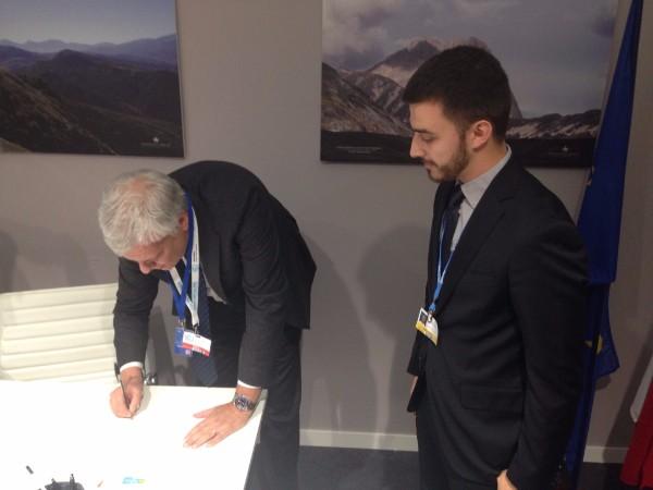 Ministro Galletti firma