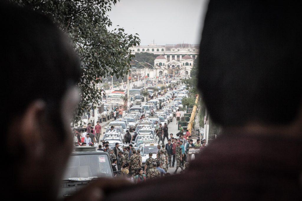 File durante la crisi carburanti dopo il terremoto, a causa della blockade imposta da Mahadesi e India