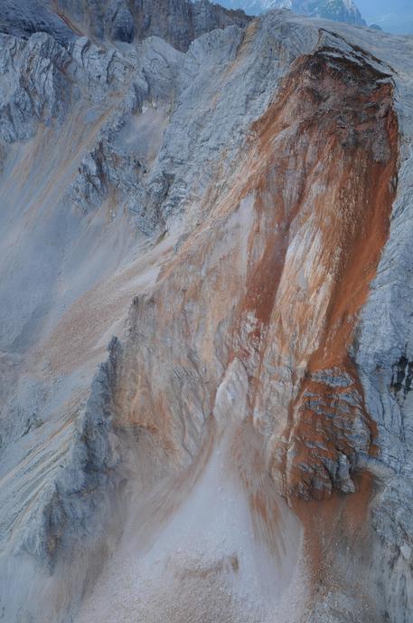 Montagne: Crolla una parte della Piccola croda rossa