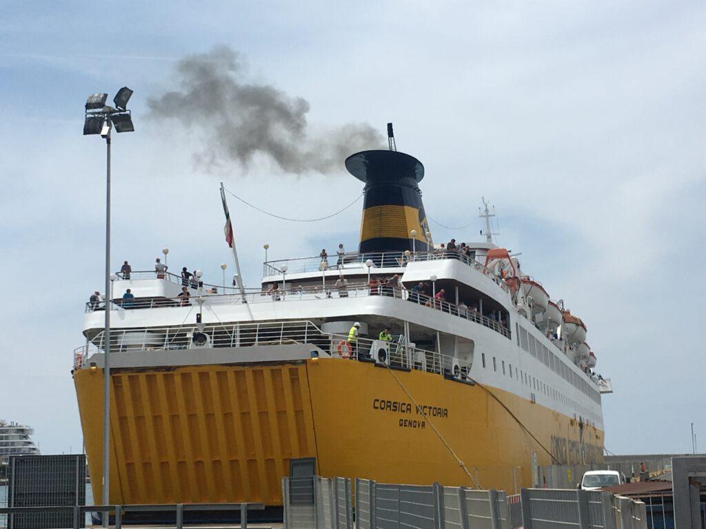 Partenza del traghetto Corsica Victoria, Sardinia Ferries