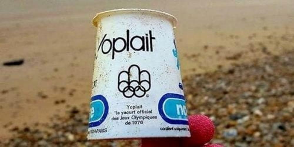 Inquinamento da plastica: vasetto di yogurt trovato intatto sulle coste del Canada... dopo 40 anni