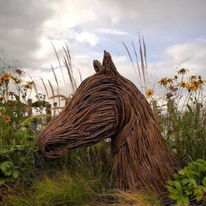 outdoor-sculptures-anna-and-the-willow-3