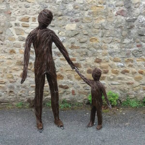 outdoor-sculptures-anna-and-the-willow-4