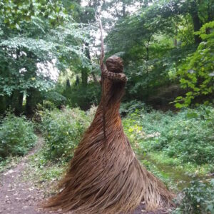 outdoor-sculptures-anna-and-the-willow-9