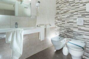 BioEcoGeo_Hotel_Sammaritani_bathroom_
