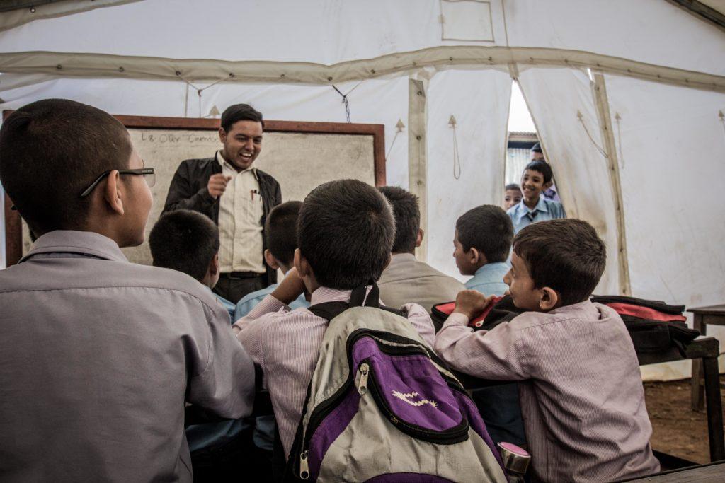 Punya Gajurel, direttore della scuola di Melchour, distretto di Sindhupalchowk . «La scuola era stata finita da solo due anni. Oggi abbiamo 18 classi distrutte, 400 studenti che fanno lezione in tenda. L'epicentro del terremoto non è stato lontano da qua. Nessuno fortunatamente è rimasto ferito»