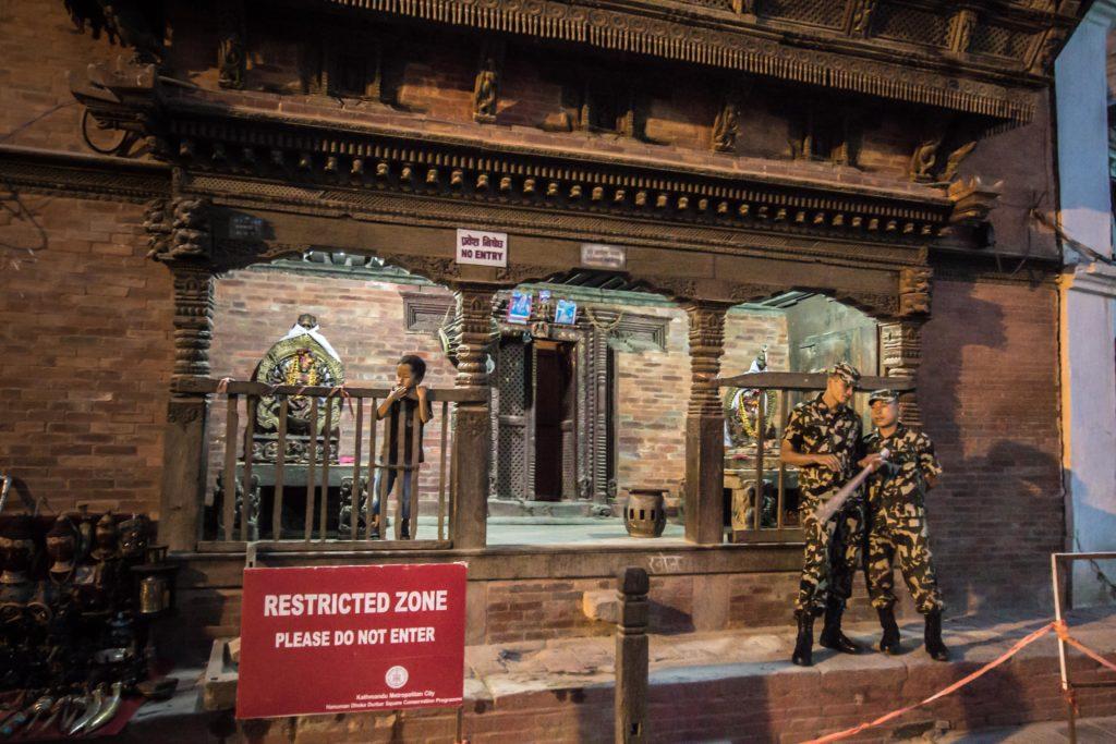Durbar Square, Katmandu. La piazza principale della città è stata seriamente danneggiata dal primo sisma. Centinaia i morti sotto gli edifici storici