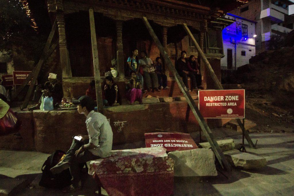 Mahadev Parvati Temple, tanti templi sono crollati, quelli rimasti sono tutti danneggiati. Molti edifici erano considerati tra le migliori opere d'arte Newari.