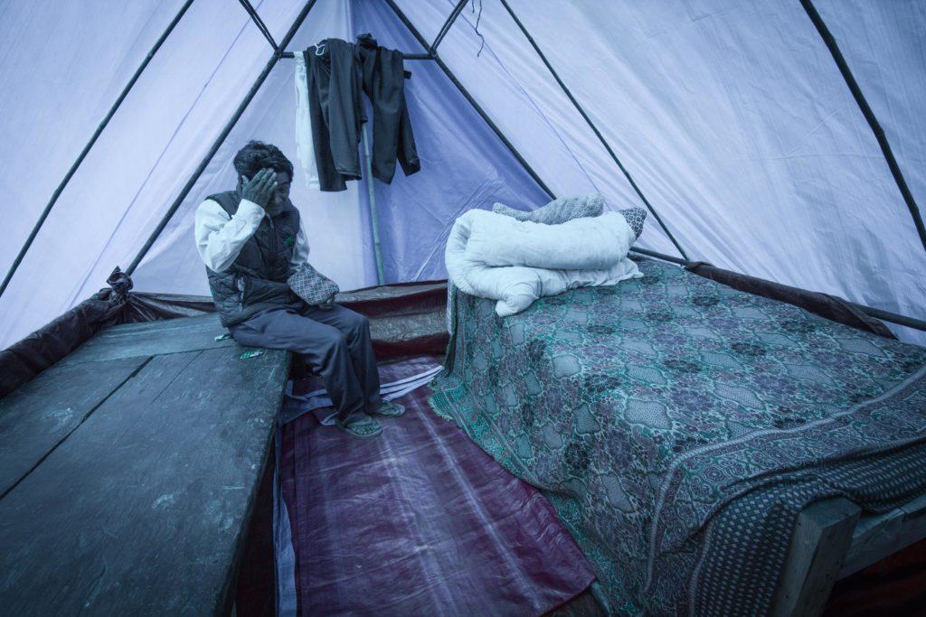Campo sfollati di Chautara. Il numero degli abitanti è in calo. Qua operano la gran parte delle ONG internazionali come Oxfam.