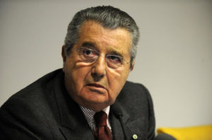26/01/09 Conferenza stampa Carlo DeBenedetti che annuncia le sue dimissioni grapher