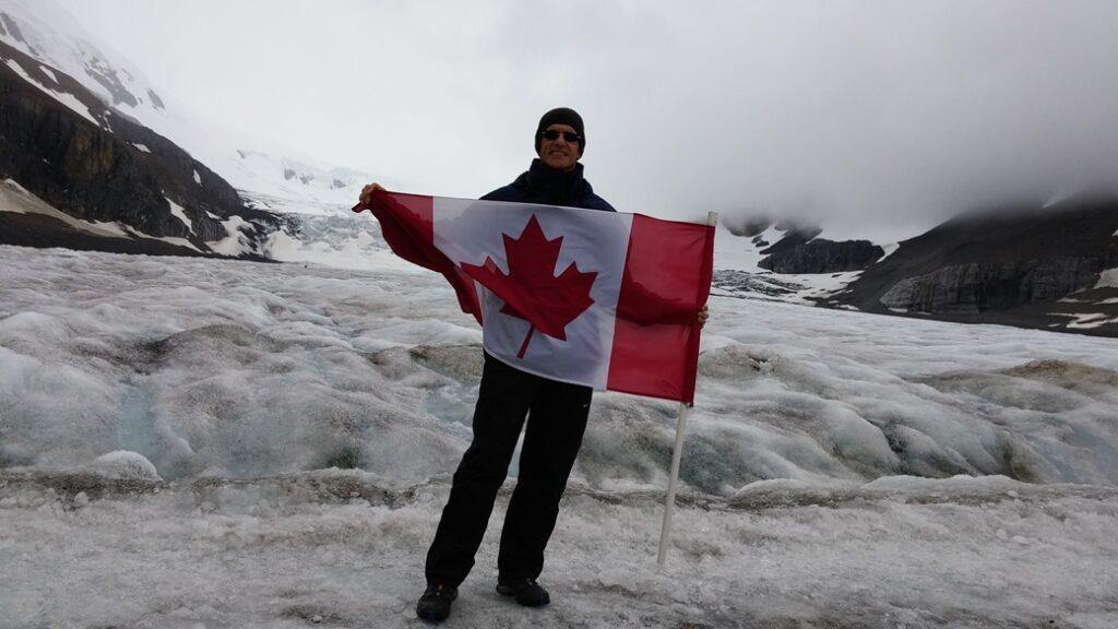 L'autore Federoc Solfaroli Camillocci presso l'Athabasca Glacier