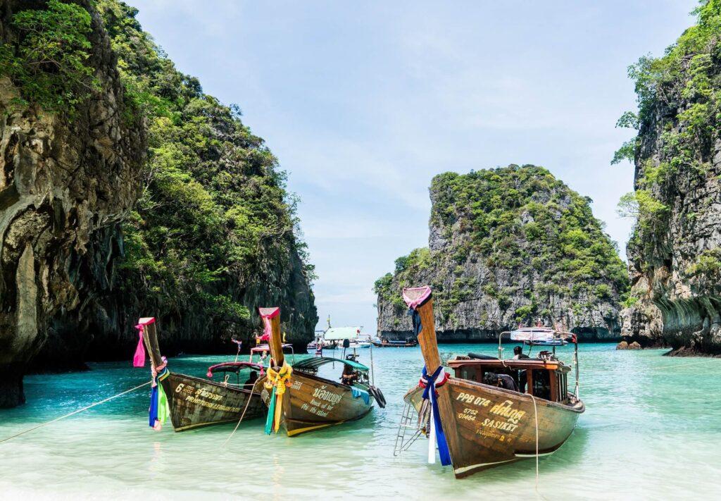 Spiaggia di Maya Bay a Phi Phi Island, Thailandia