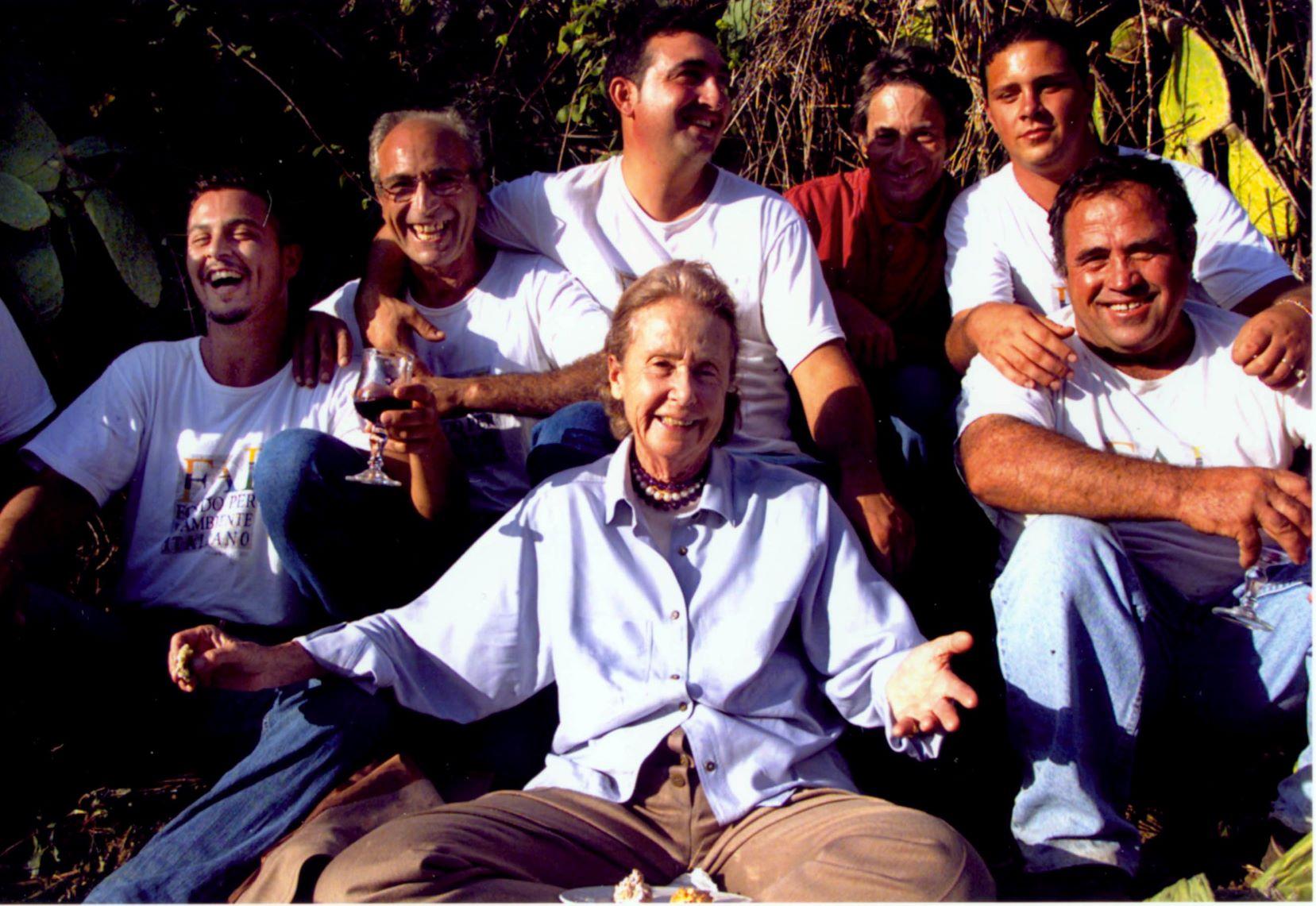 Giulia Maria Crespi Valle dei templi (AG) Foto Peppe Lopilato 2001 FAI - Fondo Ambiente Italiano