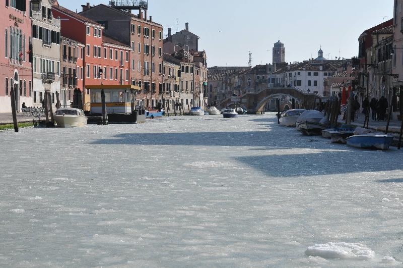 Venezia - Febbraio 2012 - La laguna veneta è ghiacchiata